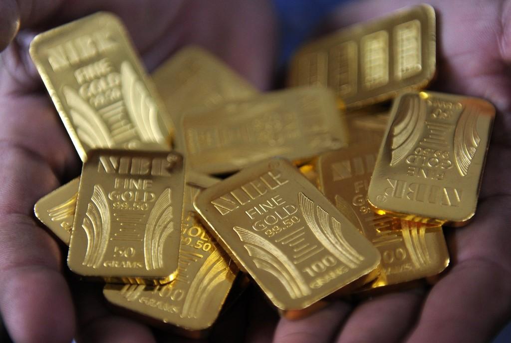 """Цена золота в """"Сбербанке"""" и стоит ли покупать в 2021 году"""