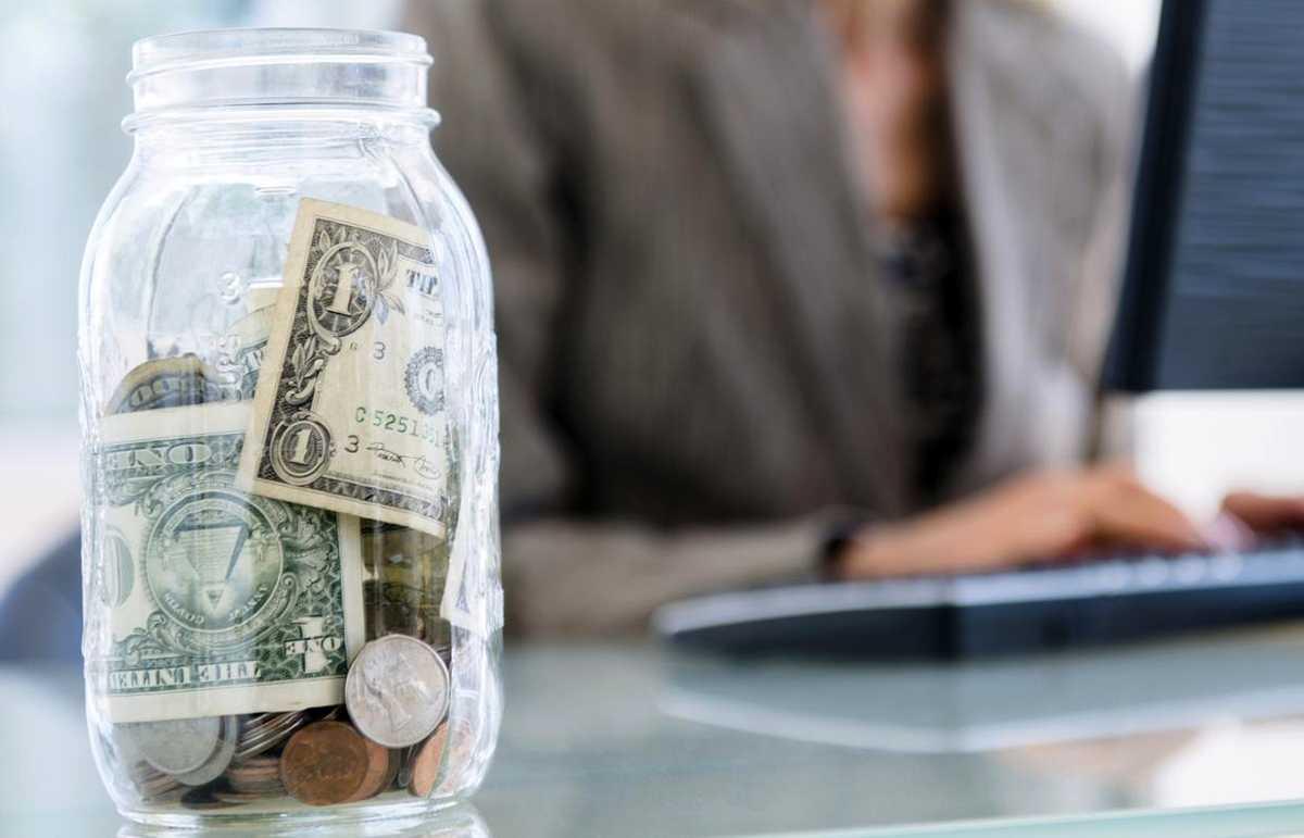 Как сохранить деньги при девальвации рубля 2021 года в России
